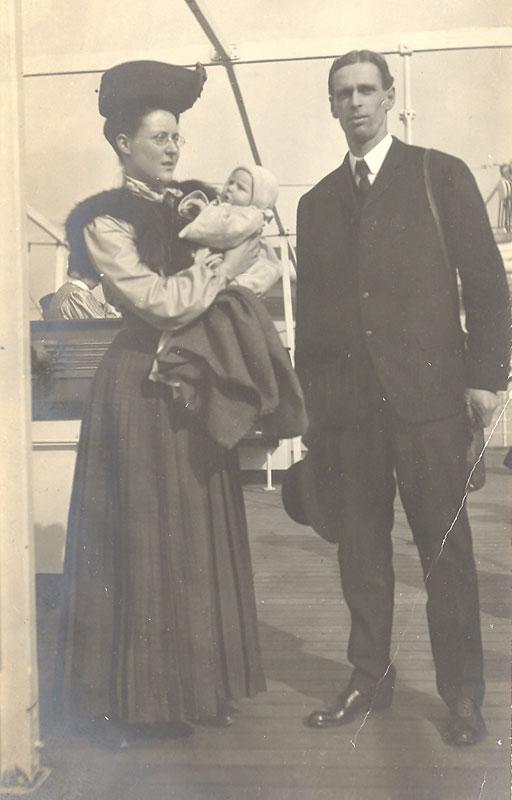 Service Family To China 1906